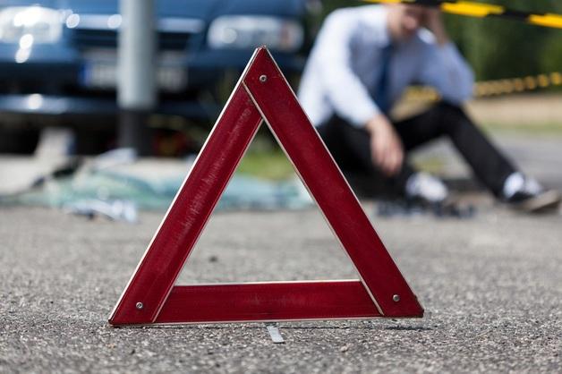 Жуткое ДТП в Киеве: автомобиль влетел в остановку, среди пострадавших — ребенок