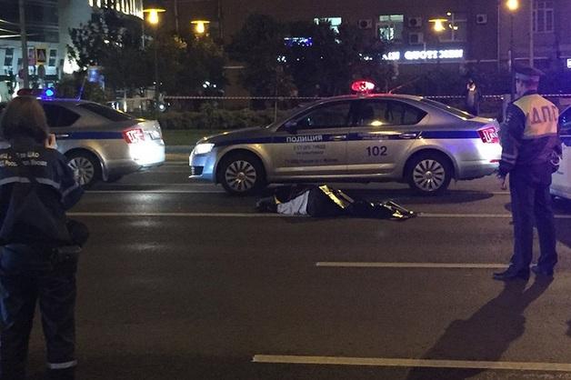 Полицейский насмерть сбил мужчину на МКАД