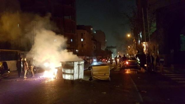 Протесты в Иране: толпа пыталась прорваться к резиденции Хаменеи