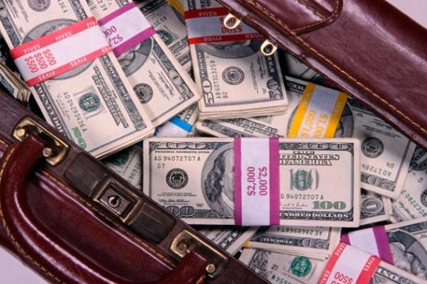 Российские олигархи избавляются от своих активов в США из-за новых санкций