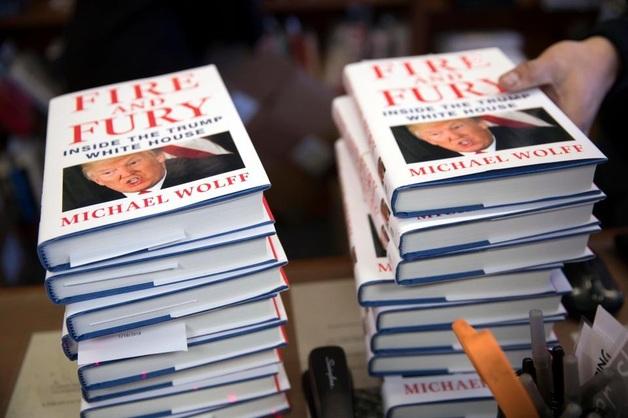 «Непонятный» брак с Меланией и методы, чтобы добиться секса: новые фрагменты из книги о Трампе