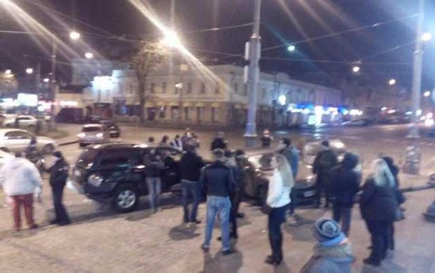 В центре Одессы «Джип» на скорости протаранил три припаркованные машины
