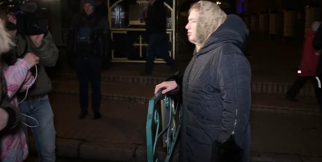 Под Лаврой на «С14» напали бабульки-гарпии: в Сети боятся за активистов