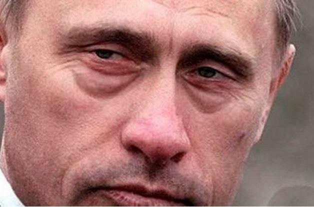 Двойник в действии: обратите внимание на странные движения Путина