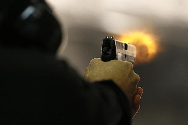 Полицейский застрелил водителя «Газели», который протащил его на капоте