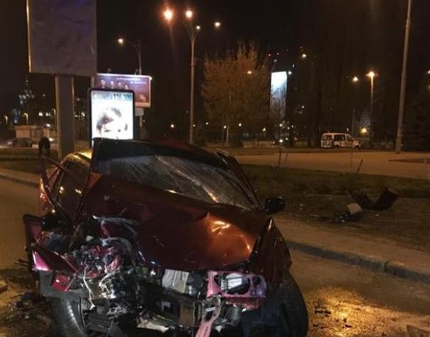 В Киеве пьяный подполковник полиции влетел в столб, а потом сбежал из больницы