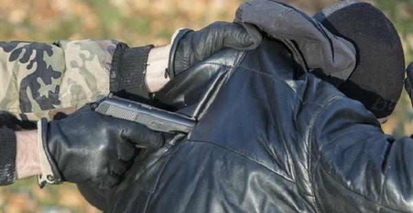Под Киевом двое экс-милиционеров ограбили и похитили мужчину, требуя за него выкуп в 10 тысяч долларов