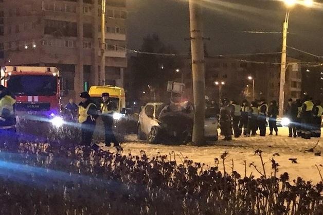 Погоня ГИБДД за внедорожником в Петербурге закончилась ДТП с тремя погибшими