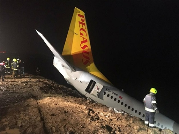 В Турции случилось серьезное ЧП с пассажирским самолетом