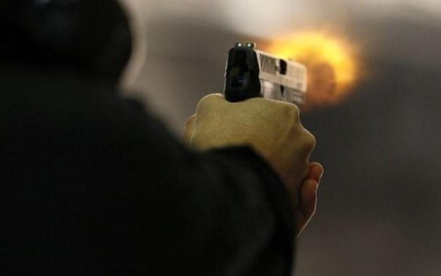 В Сумах произошла стрельба в магазине. Двое человек ранены