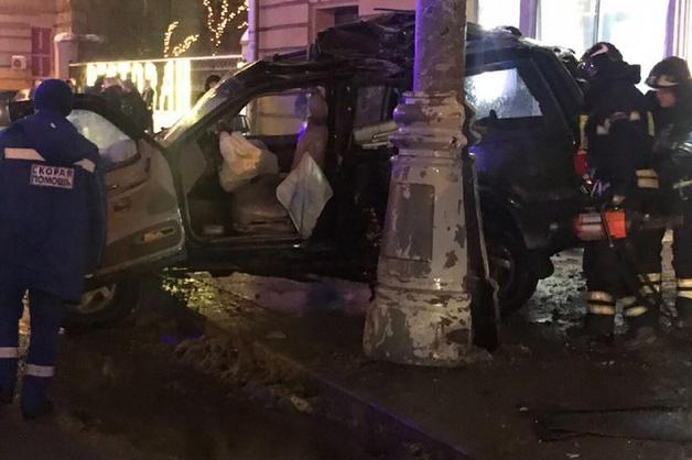 В Москве джип влетел в остановку, в багажнике авто находился труп