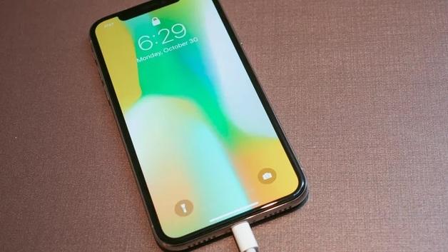 Apple вдвое сократит производство iPhone X из-за низких продаж