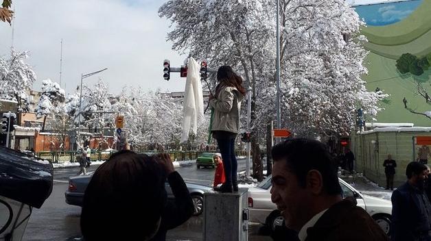 Иран всколыхнул женский бунт