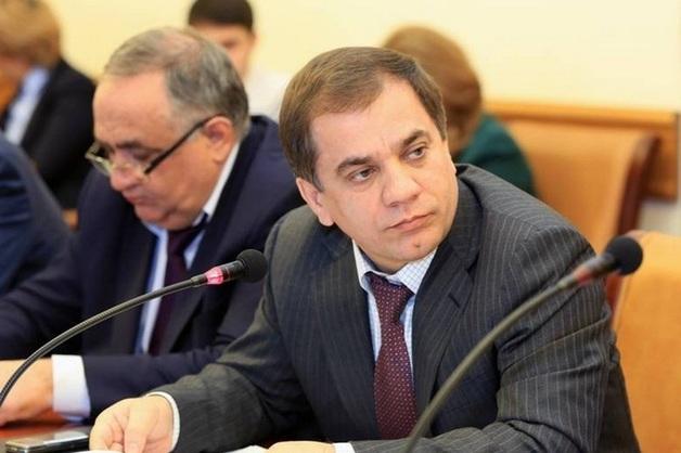 Суд отправил под стражу бывшего врио вице-премьера Дагестана Раюдина Юсуфова