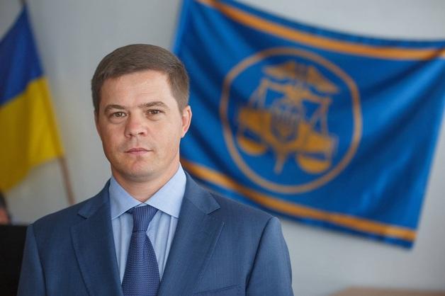 Сергей Тупальский идет на допрос в СБУ после задержания его заместителя