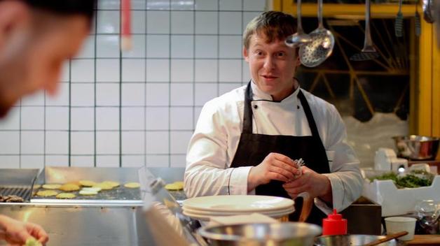 Ножом в сердце. За что боец АТО зарезал известного повара на остановке в Киеве