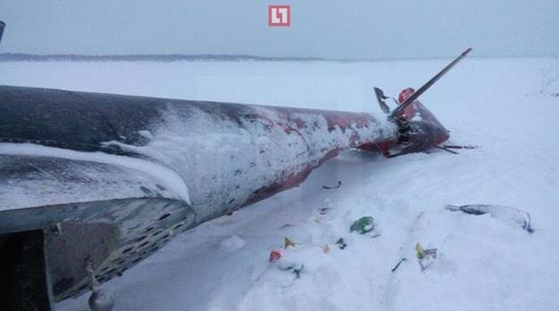 """""""Только хвост уцелел"""": появились первые фото с места крушения Ми-8 в России"""