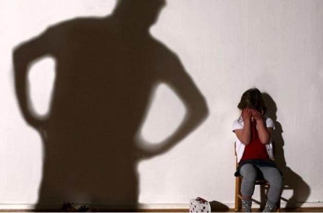 Отец насиловал дочь, пока мама была в роддоме: новые подробности дела