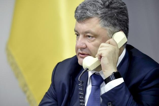 Песков рассказал, о чем говорил Путин с Порошенко