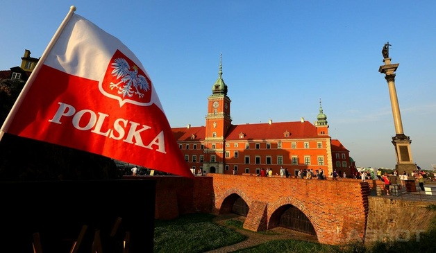 В Польше работодатель выбросил на улицу украинку при смерти
