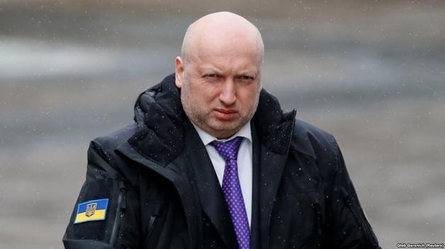 Маневры Турчинова. Почему секретарь СНБО отказался возглавить штаб Порошенко