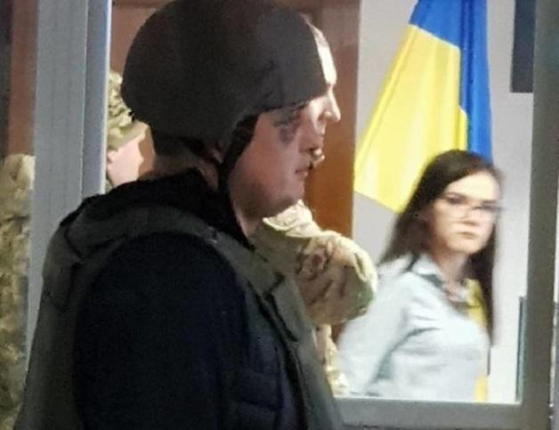 Экс-депутата привезли в суд в каске и бронежилете