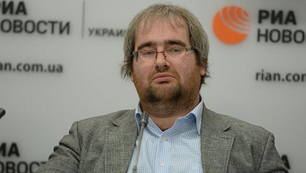 """Корнейчук: власть готовит Украину к """"Великой Зраде"""""""