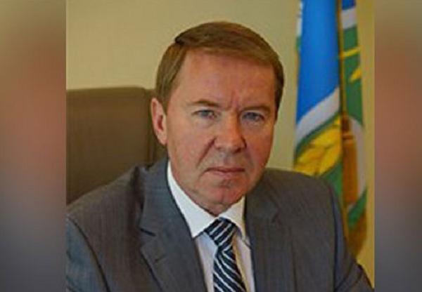 Глава Колыванского района ушел в отставку после митинга местных жителей из-за гибели двух мальчиков в яме, вырытой коммунальщиками