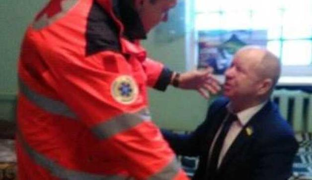 """В Одессе неизвестные """"поздравили"""" депутата с юбилеем, брызнув ему в глаза слезоточивым газом"""