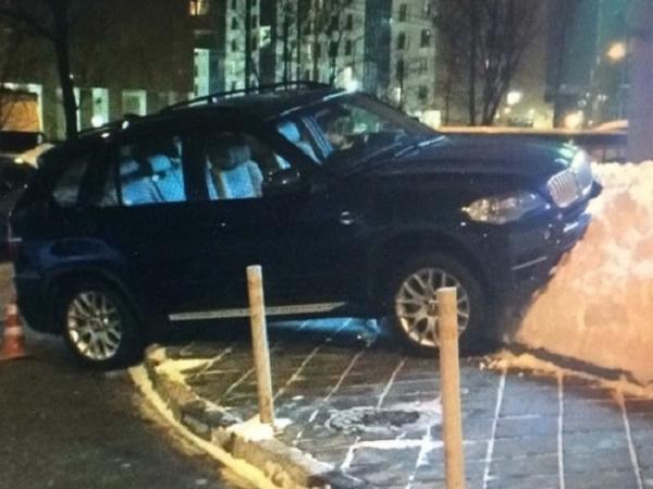 Известный экономист, бывший зампред Центробанка сбил жену на парковке
