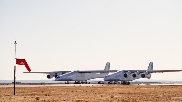 В США испытали гигантский самолет для запуска космических ракет