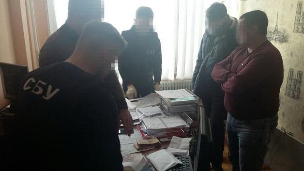 Один из руководителей Винницкой ОГА «погорел» на взятке в 40 тысяч