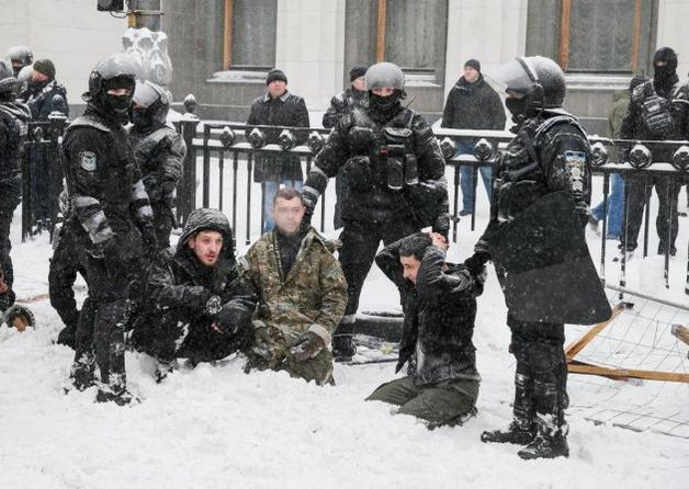 Полицейский, применивший газ против журналиста при разгоне МихоМайдана, отстранен от службы
