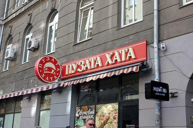 Чем кормят в известном ресторане: киевлянин показал жуткую находку