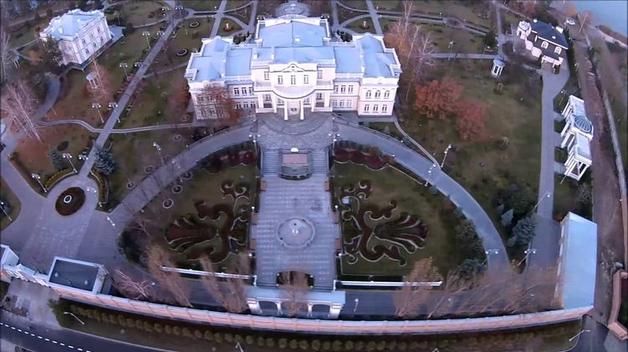 Смерть на пороге дворца Порошенко. Полицейский застрелился прямо около имения президента в Конче-Заспе