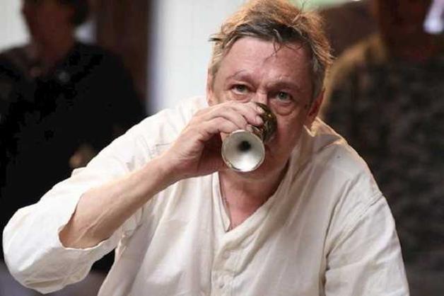 Матерился прямо на сцене: появилось видео с пьяным российским актером