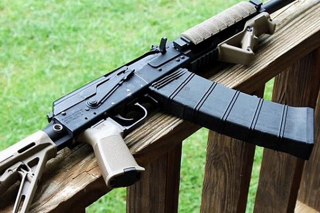 Застреливший сотрудника Росгвардии и охранника ЧОП дагестанский полицейский уволен из МВД