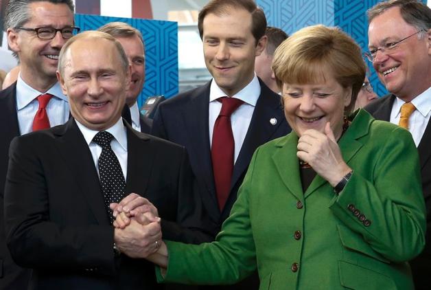 Любит немецкое пиво: Меркель рассказала о своих подарках Путину
