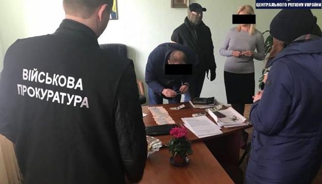 В Киеве за взяточничество задержали руководителя районной налоговой инспекции