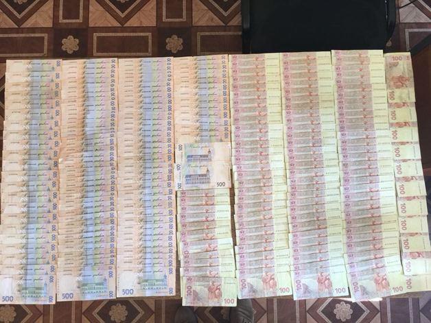 Директора проектного предприятия задержали за вымогательство 70 тысяч