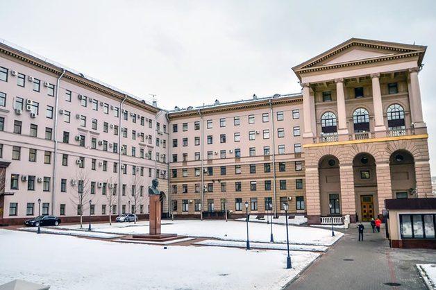 Экс-начальник отдела МУРа получил 4 года условно за продажу изъятого при обысках оружия