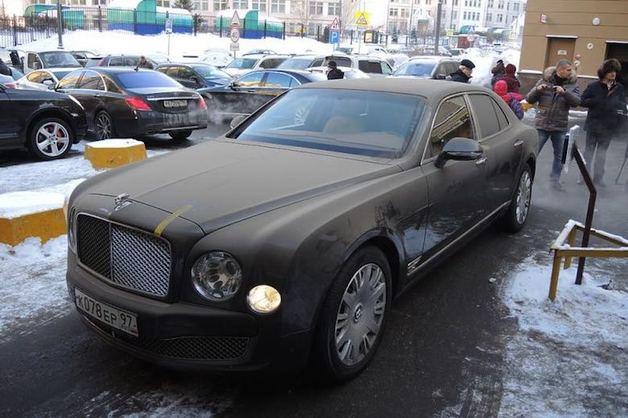 Bentley осужденного экс-губернатора Сахалина продали за 6 млн рублей
