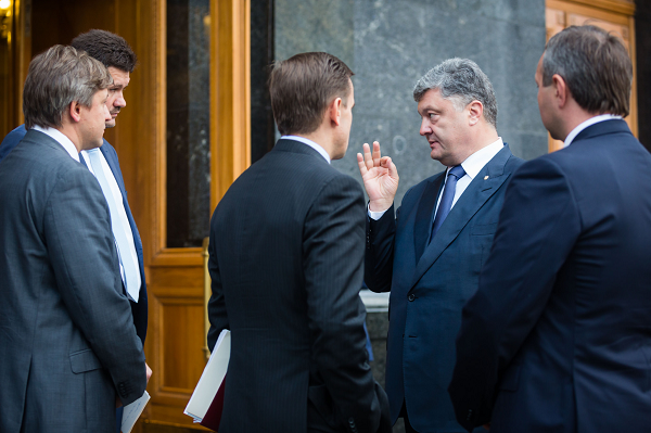 """Украинскому бизнесу готовят новый сюрприз: Порошенко хочет себе """"карманное войско"""""""