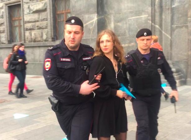В Москве активистку Pussy Riot задержали на акции в защиту Telegram