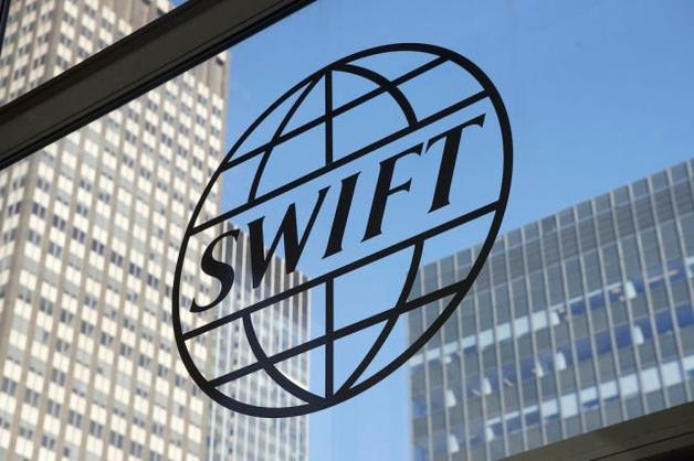 Кремль готовится к отключению России от SWIFT