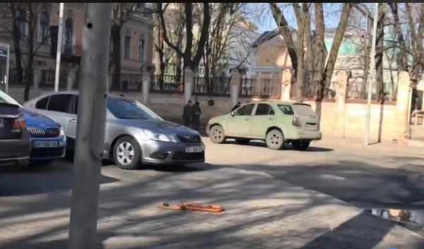 """""""Прячет на Банковой"""": козака Гаврилюка засекли на автомобиле для АТОшников"""