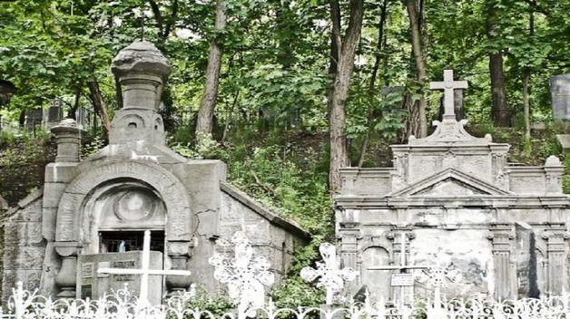 """Кладбищенские бунты и места по $15 тысяч. Чем обернется идея Кабмина хоронить украинцев """"экологично и дешево"""""""