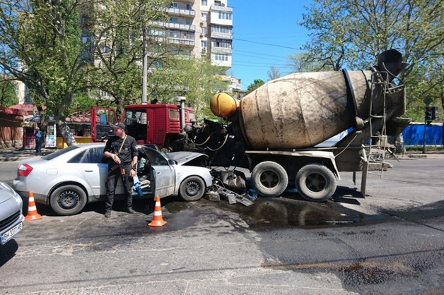 В Одессе подконтрольные «вору в законе» Антимосу борсеточники, уходя от погони, врезались в бетономешалку