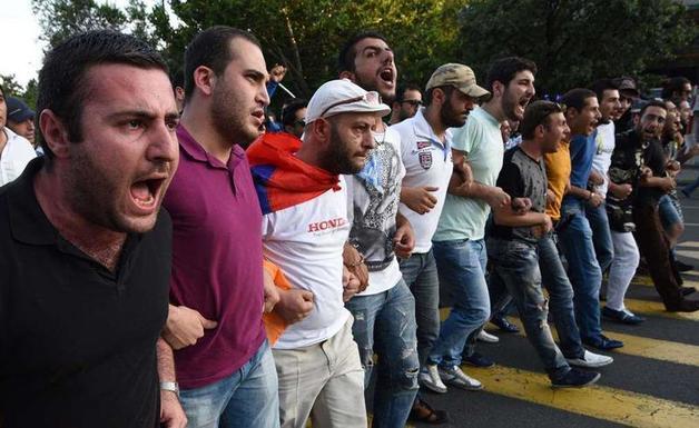 Армянский «майдан»: попытка №3, и на сей раз удачная?