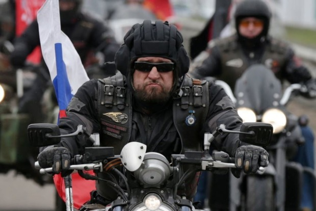 """""""Поляки срывали с себя шевроны в знак уважения"""": Как байкеры Хирурга пробираются в Германию"""